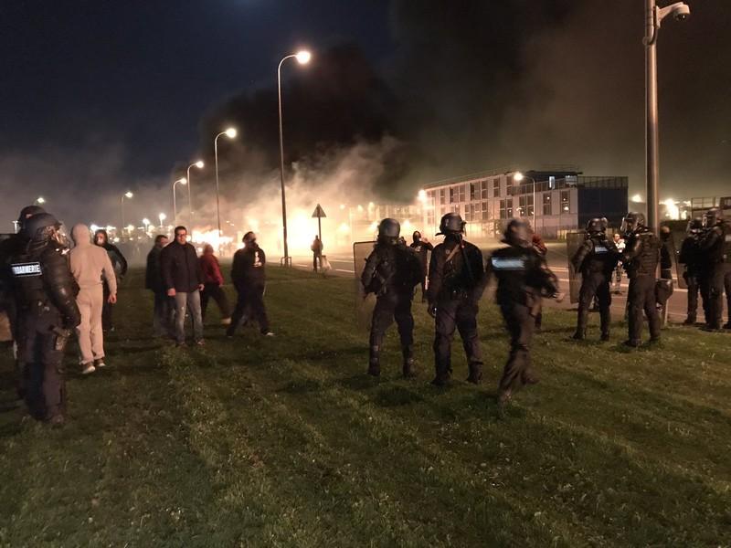 Biểu tình, bạo động ở nhà tù lớn nhất châu Âu - ảnh 2