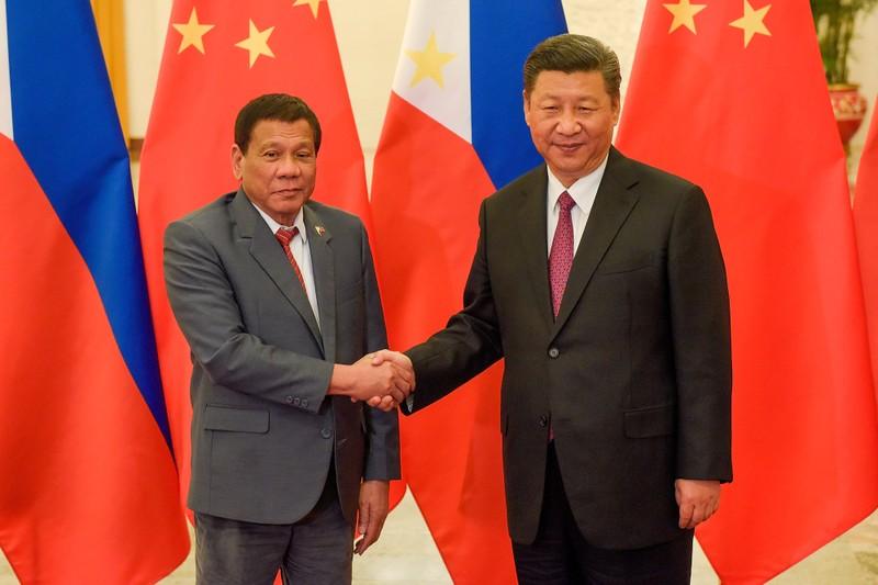 Philippines tuyên bố tạm bỏ qua phán quyết biển Đông - ảnh 1
