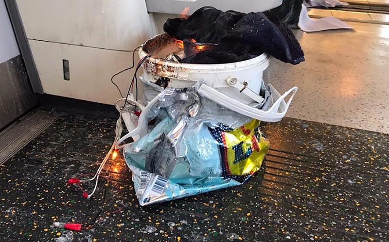 Nổ ga tàu điện ngầm London, nhiều người bị thương - ảnh 1