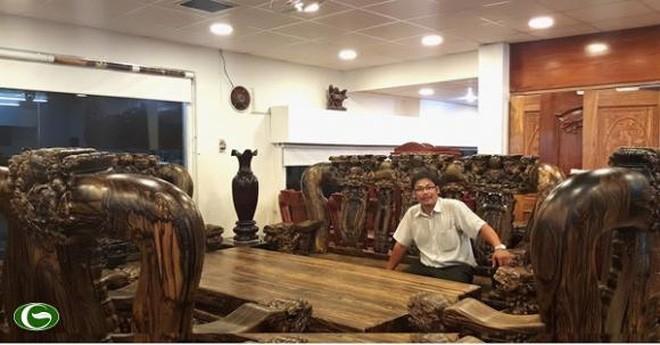 Đại gia Sài Gòn: 2 năm chế bộ bàn ghế gần 2 tỷ đồng - ảnh 1