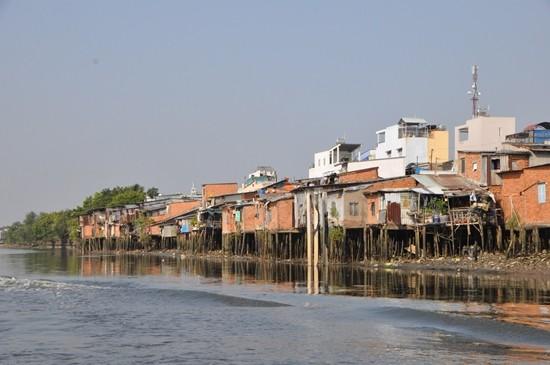 TP.HCM sẽ di dời 20.000 hộ dân sống ven kênh rạch - ảnh 1