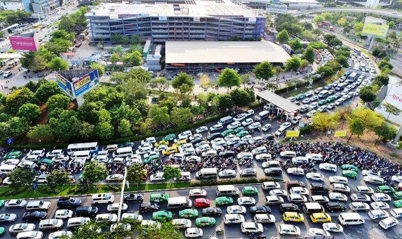 Chi hơn 5.500 tỉ đồng giảm kẹt xe cho Tân Sơn Nhất - ảnh 1