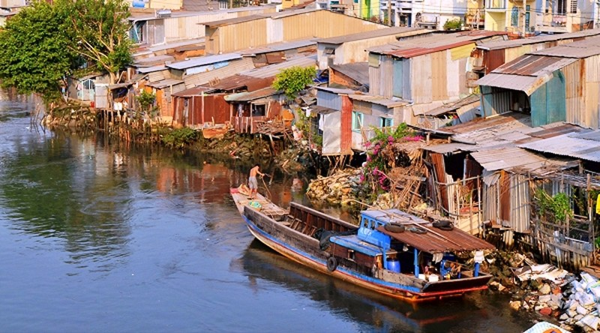 Hành lang bờ sông và kênh rạch sẽ được xây nhà ở - ảnh 1