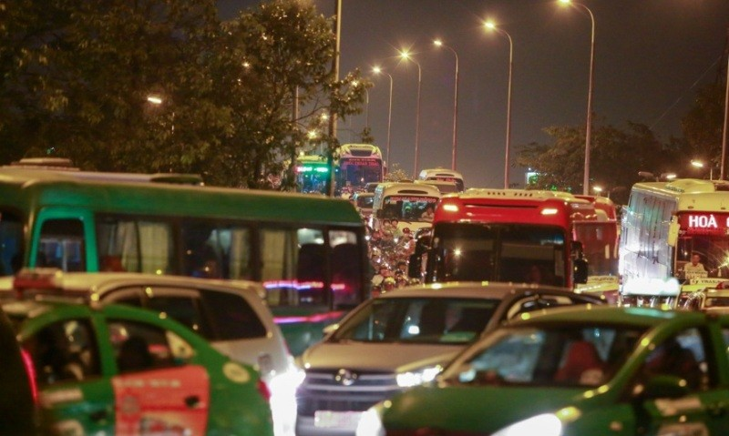 Đất dành cho giao thông ở Hà Nội và TP.HCM quá ít - ảnh 1