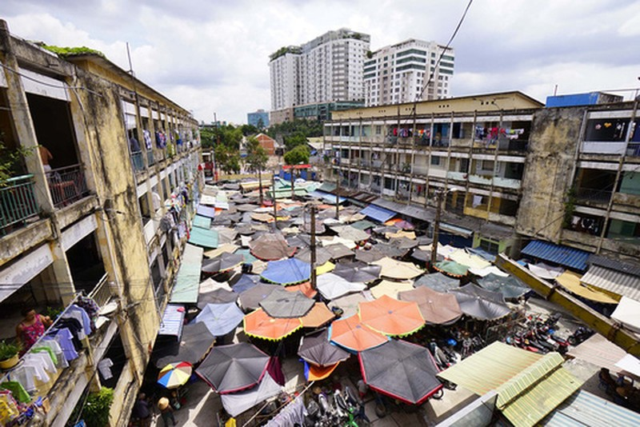 TPHCM: Cận cảnh thót tim ở chung cư Vĩnh Hội - ảnh 1