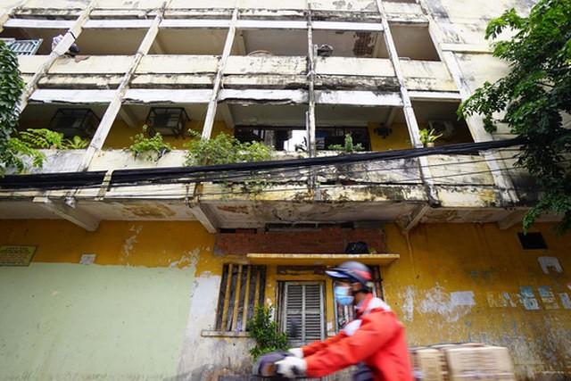 TPHCM: Cận cảnh thót tim ở chung cư Vĩnh Hội - ảnh 3