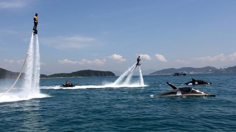 'Cưỡi' cá mập, cá heo tuyệt đẹp trên biển Nha Trang     - ảnh 5