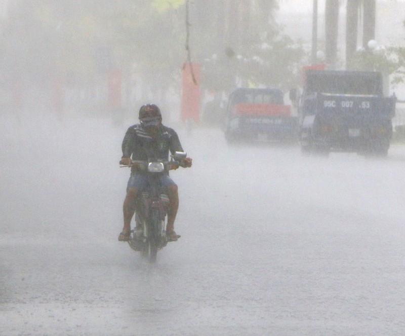 Mưa lớn ngập đường, giải cơn đại hạn mặn tại Hậu Giang - ảnh 3