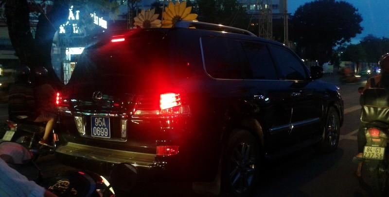 Phó chủ tịch tỉnh Hậu Giang trả lại biển số công của xe Lexus - ảnh 1
