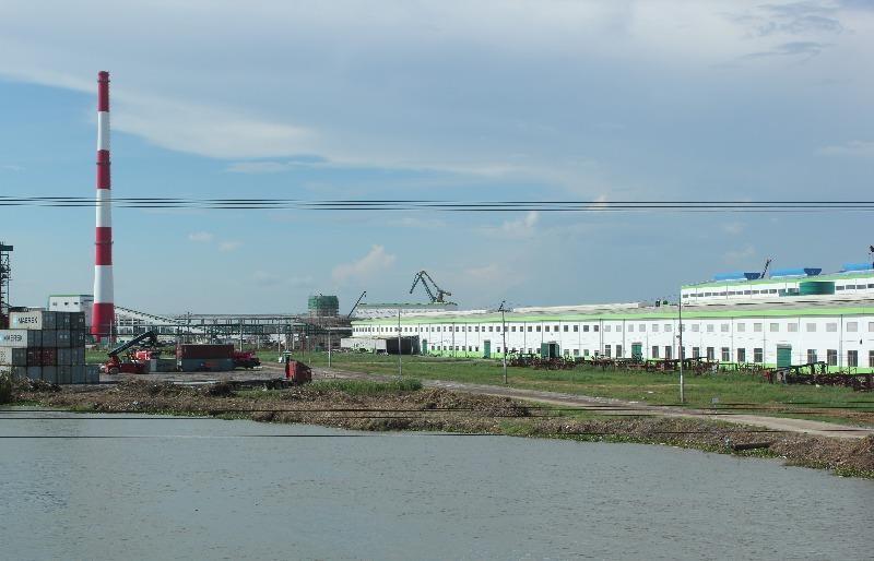 Nhà máy giấy bức tử sông Hậu
