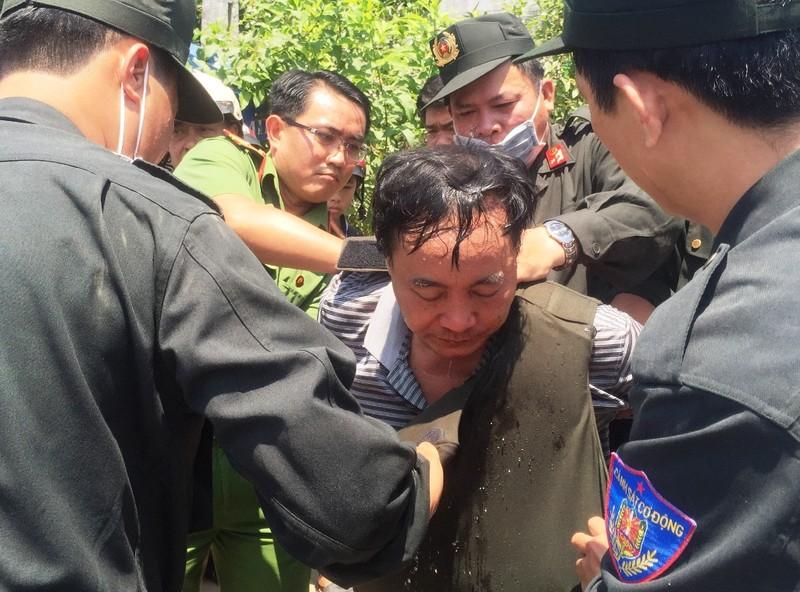 Trưởng phòng tư pháp huyện bị cấp dưới đâm - ảnh 1