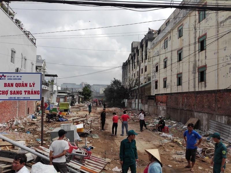 Cảnh sát vẫn phun nước vào đám cháy ở Cần Thơ  - ảnh 2