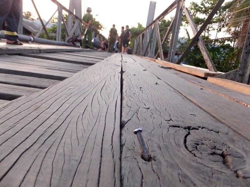 Qua cầu bị rơi sông, 1 người đàn ông mất tích - ảnh 1
