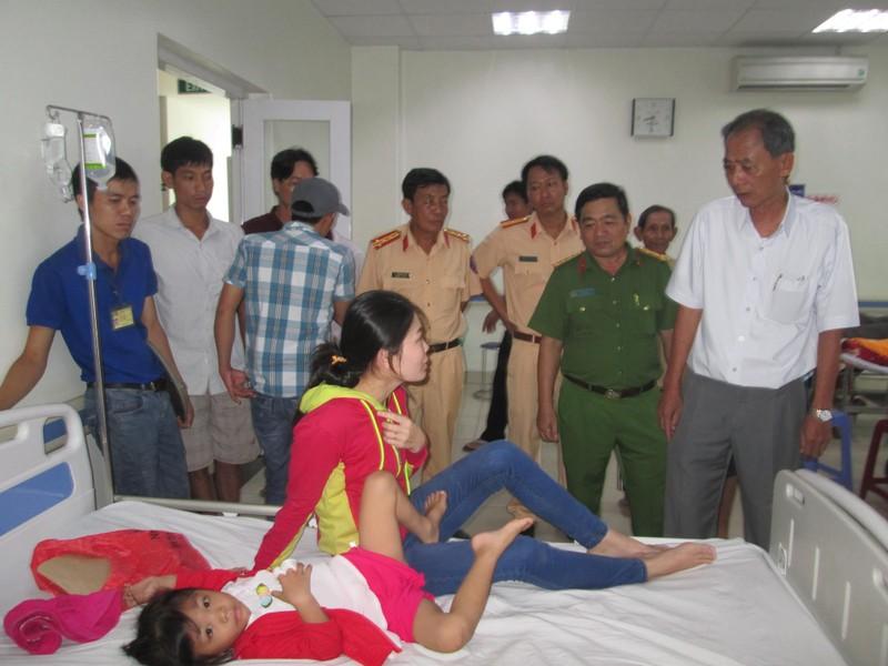 TNGT 8 người thương vong: Thăm và hỗ trợ các nạn nhân - ảnh 1