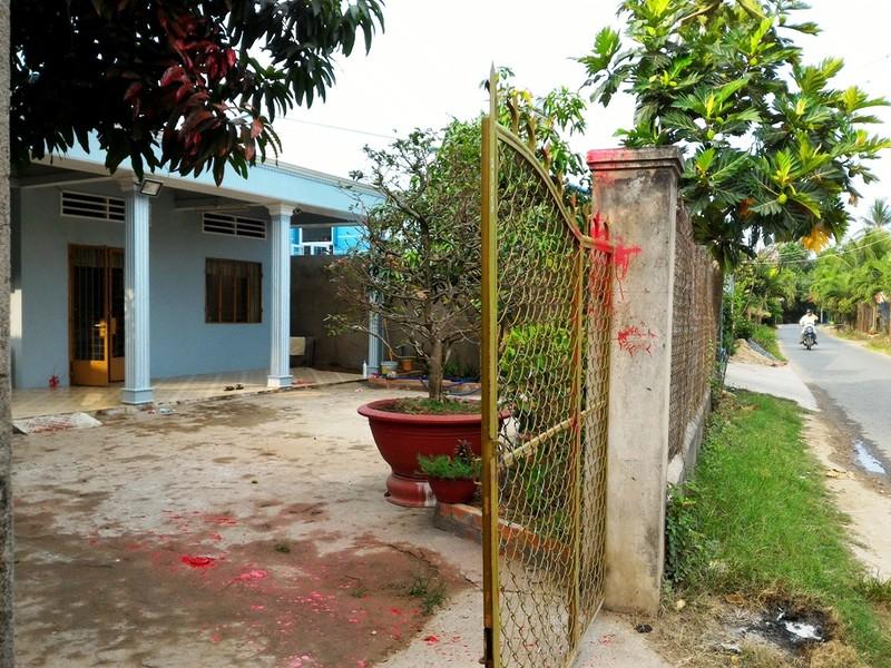 Nhà của cộng tác viên báo Công An TP.HCM bị tạt sơn - ảnh 1
