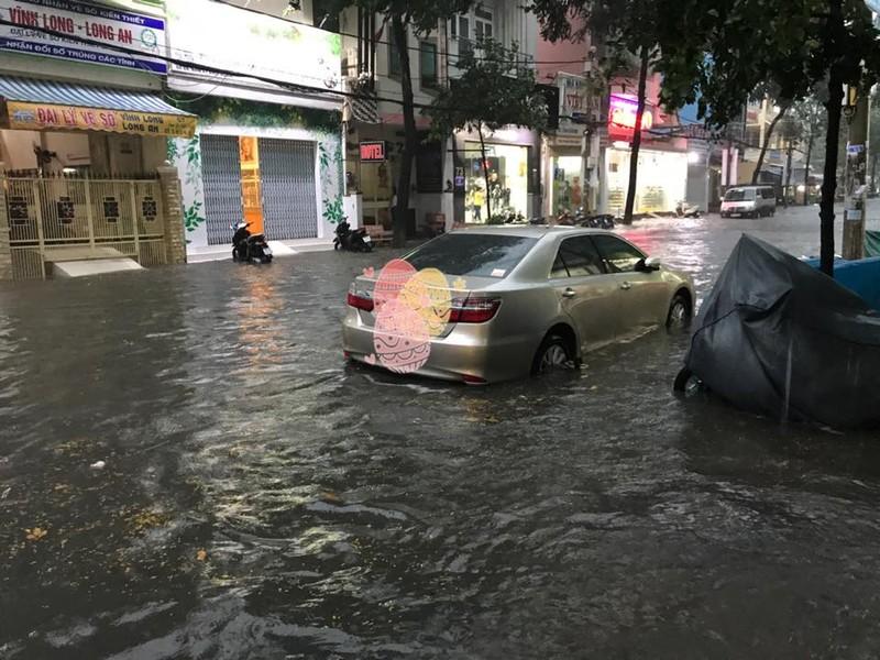 Mưa lớn, TP Cần Thơ gần như chìm trong nước - ảnh 4