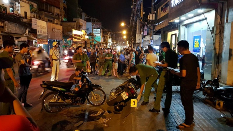 Hai hiệp sĩ bị cướp đâm chết giữa trung tâm Sài Gòn - ảnh 1