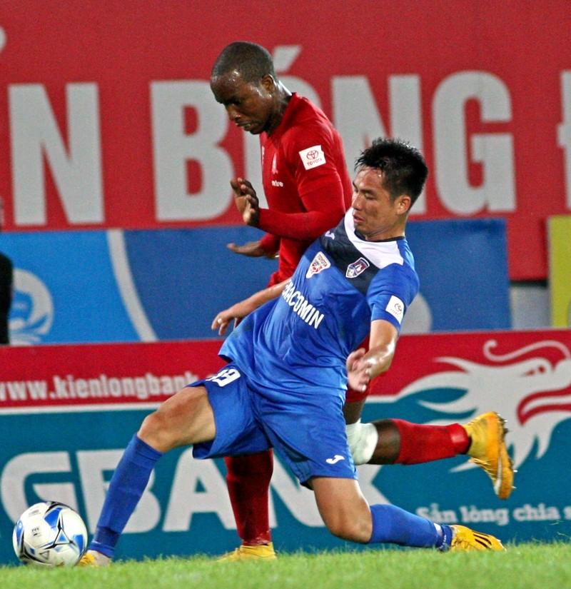 Vòng 24 V-League: Thủ môn sai lầm, Than Quảng Ninh ôm hận - ảnh 1
