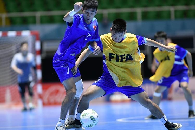 Các tuyển thủ Futsal Việt Nam nỗ lực trên đất Colombia ở lần đầu tiên dự giải thế giới. Ảnh: QUANG THẮNG