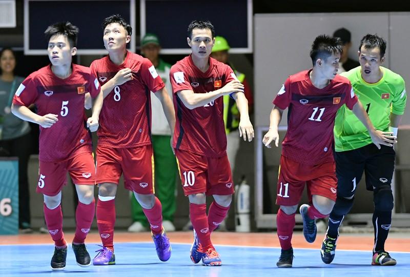 HLV Bruno hạnh phúc với chiến thắng lịch sử của Futsal Việt Nam - ảnh 2