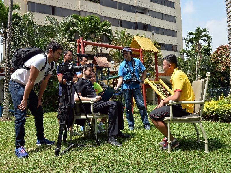 Minh Trí hồi hộp trước ống kính FIFA TV như khi anh khoác áo tuyển Futsal Việt Nam lần đầu chơi World Cup