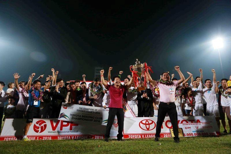 Hà Nội T&T vô địch V-League, nhận thưởng 13 tỉ đồng - ảnh 1