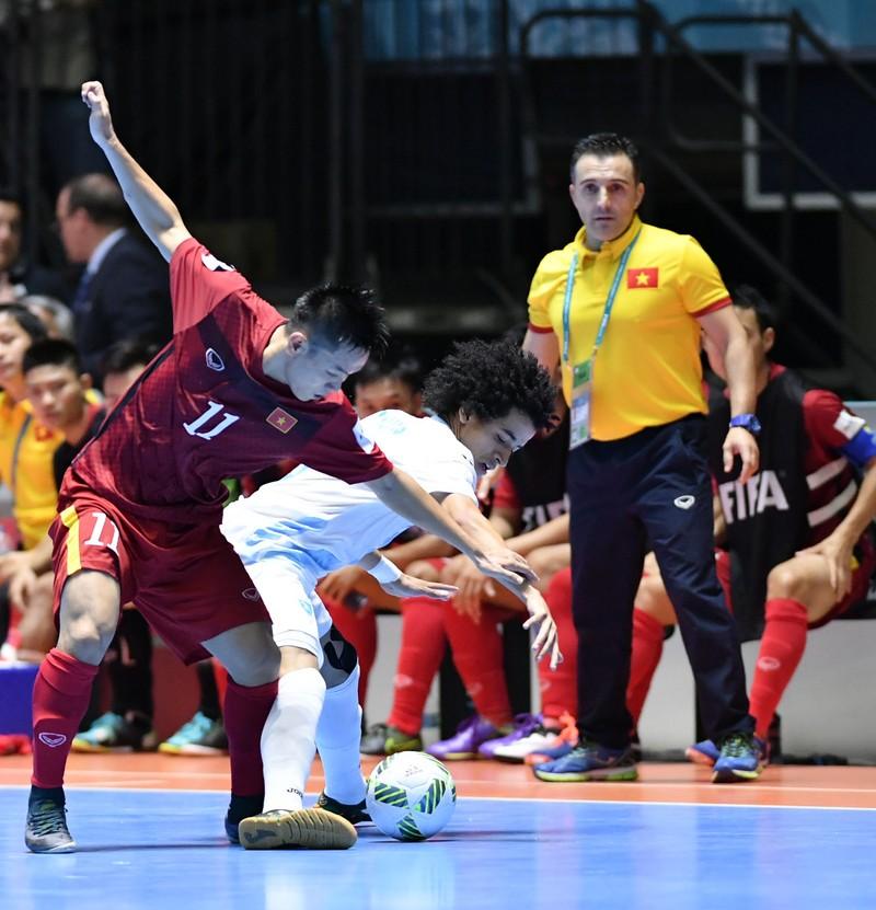 HLV Bruno gửi tâm thư 'hẹn gặp lại' Futsal Việt Nam - ảnh 1