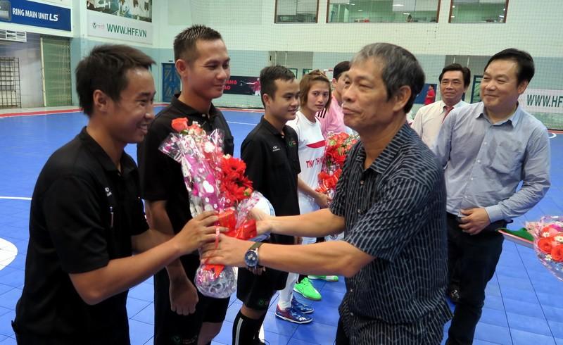 Tưng bừng khai mạc giải Futsal nữ TP.HCM mở rộng - ảnh 1