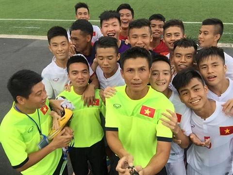 HLV Hoàng Anh Tuấn thay 2 trợ lý  - ảnh 2