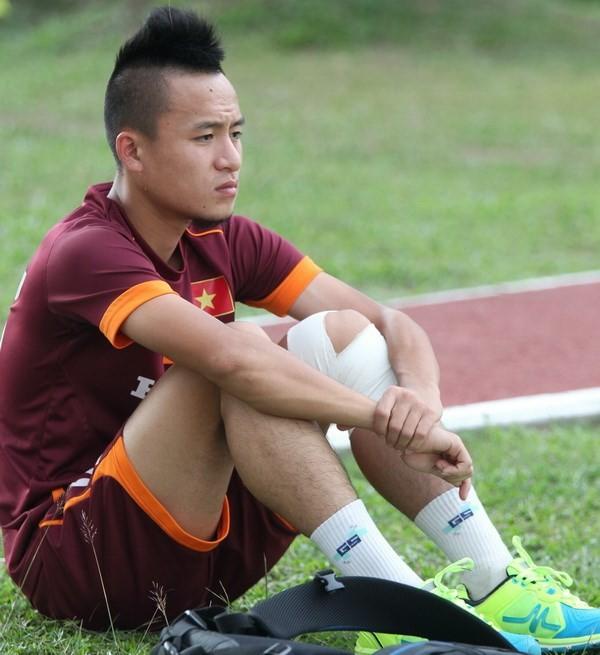 HLV Hữu Thắng loại 5 cầu thủ trước khi dự AFF Cup - ảnh 1