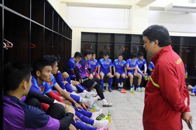 HLV Hữu Thắng loại Tuấn Anh và Quang Huy - ảnh 1
