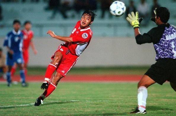 Cựu tuyển thủ Hồng Sơn ghi bàn vào lưới Indonesia tại bán kết SEA Games 20 giúp đội tuyển Việt Nam vào chung kết