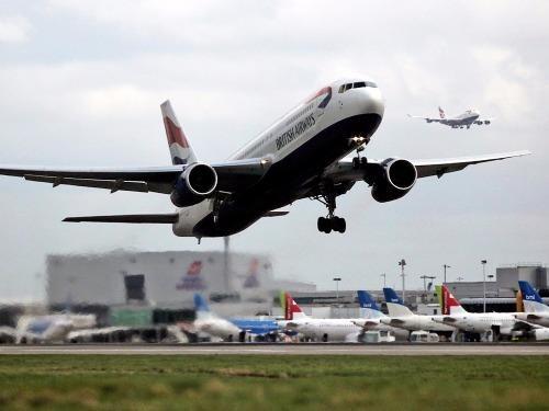 máy bay đột nhiên quay đầu