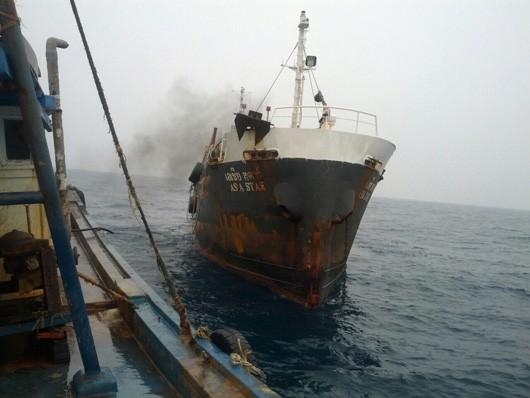 Cảnh sát biển bắt tàu Thái Lan bán dầu trái phép - ảnh 2