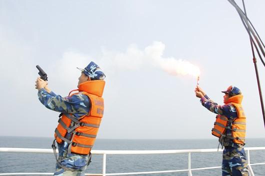 Diễn tập chống cướp biển có vũ khí gay cấn như phim hành động - ảnh 3