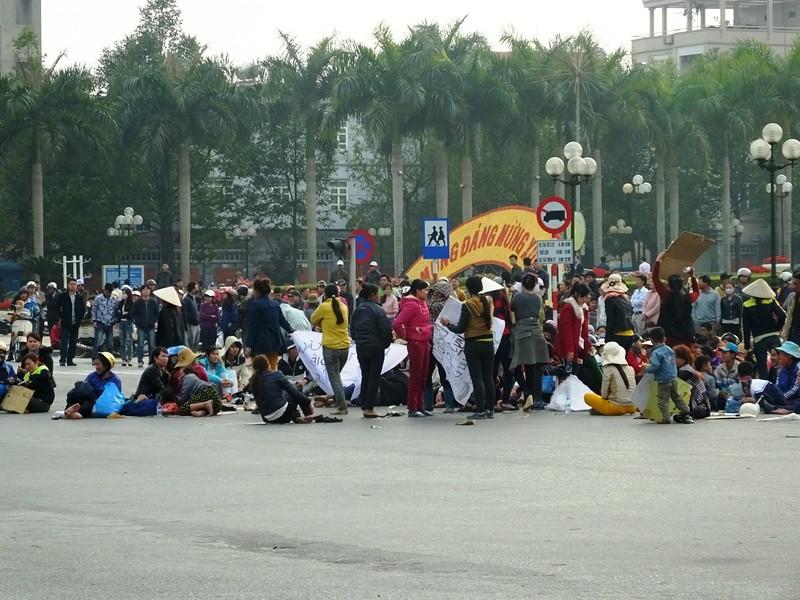 Tụ tập đòi lại bờ biển: Công an tỉnh Thanh Hóa khởi tố vụ án hình sự  - ảnh 2