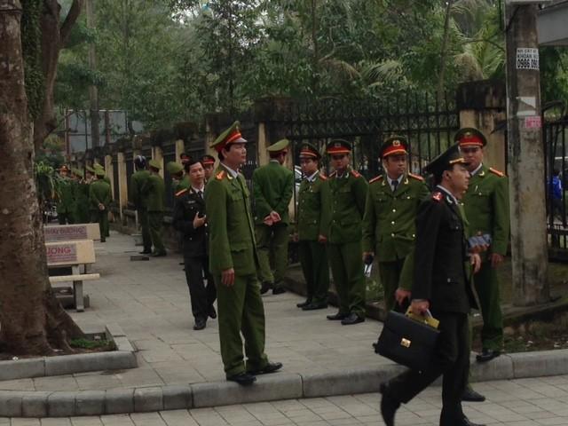 Sầm Sơn: Bí thư Tỉnh ủy đối thoại với ngư dân, an ninh siết chặt - ảnh 2