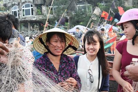 Nhiều ca sĩ biểu diễn trong đêm khai hội Sầm Sơn 2016 - ảnh 4