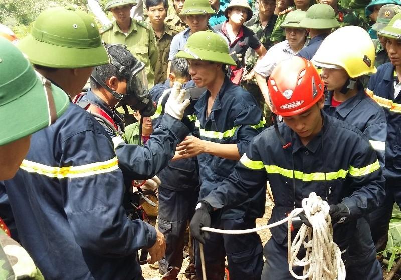 Bộ Quốc phòng vào cuộc giải cứu hai phu vàng dưới hang sâu - ảnh 1