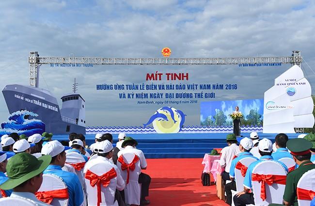 Thủ tướng: Cùng nhau giữ hòa bình trên mỗi ngọn sóng biển Đông  - ảnh 1