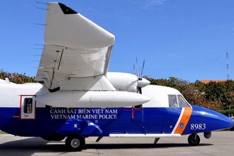 Đang trục vớt vật thể nghi là máy bay CASA 212 và hộp đen  - ảnh 1