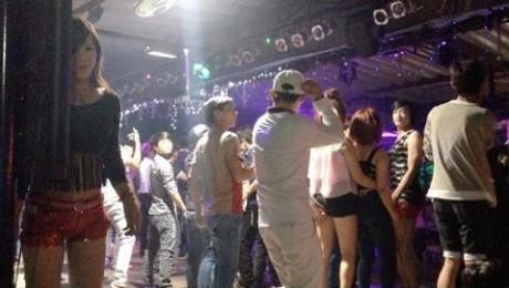 """Quán Bar Lam Kinh được xem """"thiên đường"""" ăn chơi"""