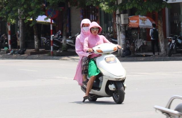 ác tỉnh Trung Bộ tiếp tục nắng nóng kéo dài, trong ngày hôm nay (19-7) có nơi lên đến 40 độ C.