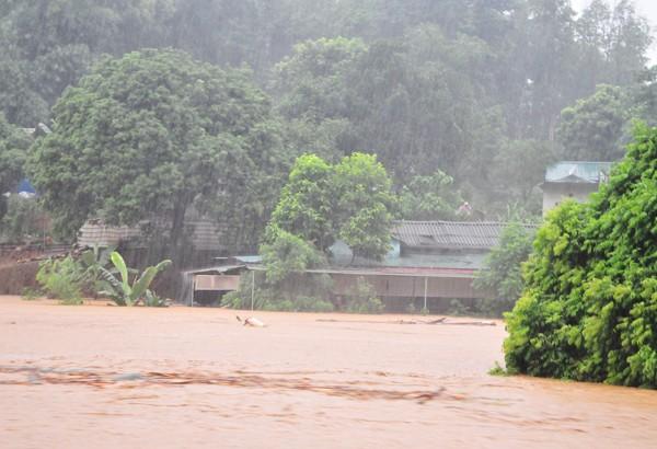 Phó Thủ tướng trực tiếp thị sát tình hình mưa lũ ở Lào Cai - ảnh 3