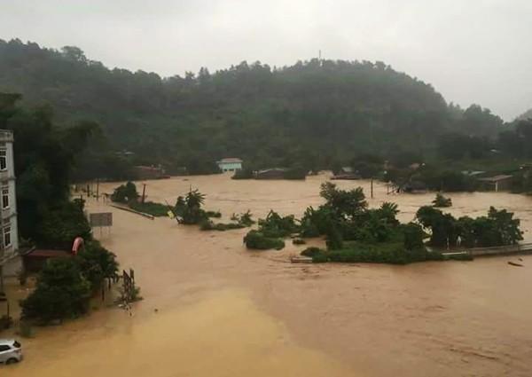 4 người chết, 8 người mất tích trong cơn lũ lớn ở Lào Cai - ảnh 1