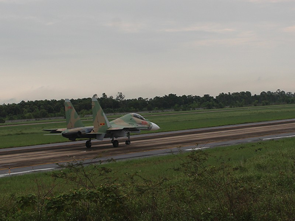 Su30-MK2 chuẩn bị cất cánh