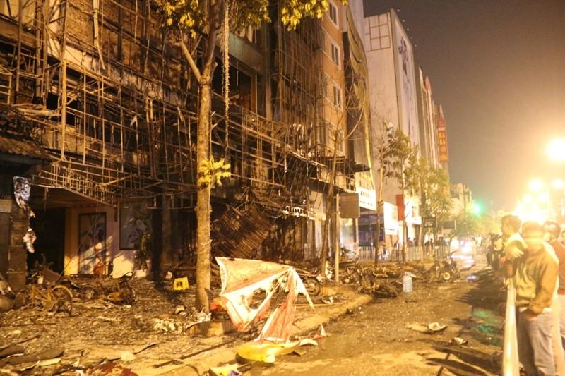 Hoang tàn sau vụ cháy kinh hoàng quán karaoke ở Hà Nội - ảnh 1