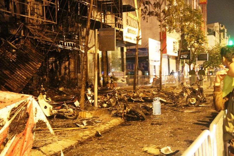 Hoang tàn sau vụ cháy kinh hoàng quán karaoke ở Hà Nội - ảnh 2