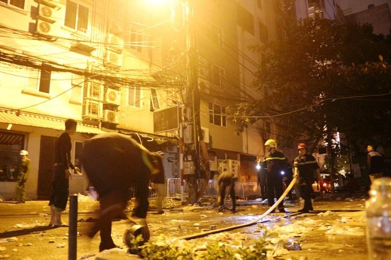Hoang tàn sau vụ cháy kinh hoàng quán karaoke ở Hà Nội - ảnh 5