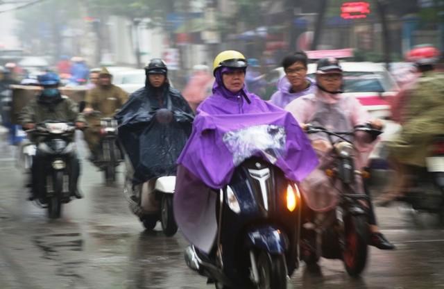 Riêng khu vực  Hà Nội có mưa, trời tiếp tục rét với nhiệt độ thấp nhất phổ biến 14-16 độ C. Ảnh: ĐẶNG TRUNG